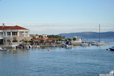 Selce - promenáda kolem moře
